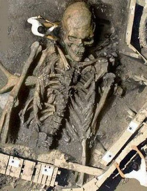 Esqueletos de gigantes en la India